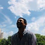 איש כורדי צוחק מ בדיחות על כורדים